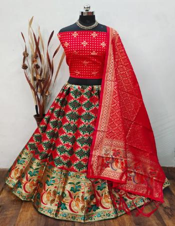 red lehenga -banarasi brocade silk with cancan inner semi stitch |blouse -pure banarasi silk unstitch |dupatta -pure banarasi silk fabric weaving jacqaurd work wedding