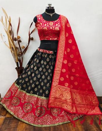 black red lehenga -banarasi brocade silk with cancan inner |blouse -pure banarasi silk full stitched |dupatta -pure banarasi silk fabric weaving jacqaurd work running